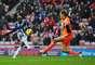 Fortune chuta para marcar na vitória do West Bromwich sobre o Sunderland, fora de casa