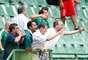 Torcida do Guarani protesta contra rebaixamento, na derrota por 2 a 1 para o São Caetano, neste sábado, no Brinco de Ouro da Princesa