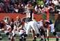 Andy Dalton lanzó tres pases de anotación con lo que los Bengals de Cincinnati le mostraron a su antiguo quarterback que han seguido su paso sin él, al vencer por 34-10 a Carson Palmer y los Raiders de Oakland.