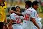 Douglas corre para festejar após gol de empate do São Paulo