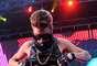 Justin Bieber mostrou a barriga para os fãs durante show em Washington, nos Estados Unidos