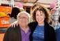 Eran uno de los matrimonios más sólidos de Hollywood, pero ahora Danny Devito y Rhea Perlman han decidido terminar tras 30 años casados. Al parecer, ha sido la actitud de mujeriego del actor lo que ha llevado a su mujer a pedir la separación, según cuenta la web 'RadarOnline'. La pareja se casó en 1982 y este año celebraban tres décadas de matrimonio. Tienen tres hijos: Daniel, de 25 años, Grace, de 27 y Lucy, de 29.