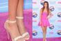 Su encanto femenino seguramente fue lo que enamoró a Justin Bieber tiempo atrás. Sin duda, Selena sabe cómo lucir un minivestido fucsia y combinarlo con un color neutro como el beige en sus zapatos.