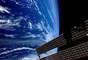 El viento del Sahara empuja la arena cientos de kilómetros a través del Oceáno Atlántico. Dos de los paneles solares de la Estación Espacial Internacional se pueden ver en la imagen.