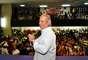 """O ex-ministro da Casa Civil José Dirceu (PT) participou, na noite desta quarta-feira, de um evento organizado para contestar o julgamento do Supremo Tribunal Federal (STF) no processo do mensalão. Promovido pela Central Única dos Trabalhadores (CUT), o """"Ato pela anulação do julgamento do mensalão"""" debateu os """"notórios e graves erros cometidos pelo STF"""" no processo, trazendo Dirceu como """"convidado especial"""""""