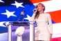Beyoncé probó que sí puede cantar en vivo el himno nacional de Estados Unidos y así lo hizo en la conferencia de prensa previa al Superbowl