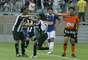 Araújo empatou o jogo para o Atlético-MG, em jogada de Ronaldinho