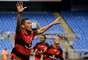 Hernane comemora gol na vitória do Flamengo sobre o Nova Iguaçu no Engenhão
