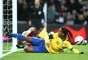 Ronaldinho perdeu pênalti no primeiro tempo e ainda tentou um carrinho no rebote, mas não conseguiu marcar o gol