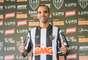 Principal contratação do Atlético-MG para o setor ofensivo em 2013, o atacante Diego Tardelli foi apresentado na Cidade do Galo, nesta quinta-feira