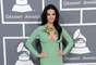 """As famosas convidadas para o Grammy Awards, realizado na noite do último domingo (10), não atenderam ao pedido da rede CBS para que """"bumbuns e seios femininos fossem cobertos adequadamente na cerimônia"""" e ousaram com os looks escolhidos. Na foto, Katy Perry aparece com um decotado vestido verde"""