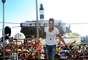 O cantor sertanejo Gusttavo Lima agitou os foliões do bloco Pirraça/Fecundança, mesmo bloco que Jorge e Mateus animou no último domingo (10)