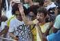 Uma homenagem orquestrada por fãs do cantor Saulo Fernandes nas redes sociais levou o cantor às lágrimas na tarde desta terça-feira (12). O público combinou de levar cartazes brancos com o nome do cantor para o seu desfile final à frente da Banda Eva, no circuito Campo Grande