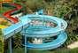 Cascanéia, Gaspar, SC: com mais de 100 mil m², o parque aquático Cascanéia dispõe de atrações para se refrescar no calor, com toboáguas de até 250 metros e numerosas piscinas. O parque encontra-se situado no município de Gaspar, a 120 km de Florianópolis e conta em suas instalações com um hotel para receber seus visitantes