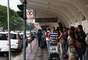 Passageiros formam longas filas por táxis no aeroporto de Congonhas