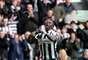 Moussa Sissoko comemora o primeiro gol do Newcastle no jogo. Atuando em casa, a equipe venceu por 4 a 2