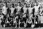 Amancio Amaro (primero a la izquierda en la fila de abajo) jugó 14 años en el Madrid, desde 1962 hasta 1976, y es uno de los grandes mitos del club, ganando 9 ligas y una Copa de Europa. Con la camiseta de España ganó la Eurocopa de 1964, el primer título internacional del equipo ibérico.