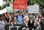 Manifestantes foram às ruas em Curitiba (PR) contra a indicação do Pastor Marco Feliciano (PSC-SP) à Comissão de Direitos Humanos da Câmara