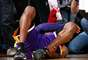 O jogador do Lakers classificou a jogada de Jones como perigosa e reclamou com os árbitros, que sequer marcaram falta