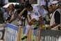 Cícero pulou a placa de publicidade e foi comemorar seu gol com seu filho, Enzo, ainda bebê