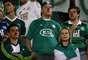 Alguns torcedores do Palmeiras optaram por protestar por meio do uso de narizes de palhaço