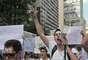 Amigos do univesitário Victor Hugo Deppman fizeram uma passeata na avenida Paulista nesta quinta-feira