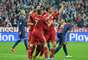 Jogadores do Bayern celebram gol de Thomas Müller, que abriu o placar da semifinal contra o Barcelona; equipe alemã venceu por 4 a 0 e ficou muito perto da decisão da Liga dos Campeões