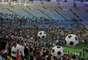 """Según las autoridades de Río de Janeiro, el acto y el partido fueron una """"fiesta"""" para celebrar la conclusión de las obras, pero la inauguración oficial del nuevo Maracaná quedará pendiente para el 2 de junio, cuando Brasil recibirá a Inglaterra para un amistoso."""
