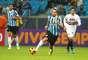Barcos tenta jogada na partida contra o São Paulo