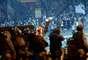 Rio de Janeiro (RJ) - Manifestantes protestam em frente a policiais militares