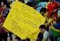 Dentro do Maracanã, mesmo com a proibição da Fifa, alguns manifestantes levaram faixas protestando contra os gastos com a Copa das Confederações