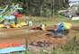 Um grupo de moradores, revoltados com o assassinato, foi até o parque de diversões e destruiu brinquedos