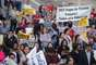 Professores protestam em frente ao Sindicato da categoria, na rua Borges Lagoa, Vila Mariana, zona sul de São Paulo, nesta sexta-feira