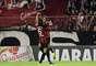 Pedro Botelho mostrou sua qualidade e acertou um chute com rara felicidade para marcar o primeiro gol do jogo