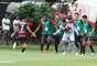 Jogadores do Vitória comemoram gol com Maxi Biancucchi, que liderou o triunfo sobre o São Paulo no Barradão