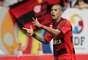 Paulinho comemora depois de abrir o placar do clássico entre Vasco e Flamengo
