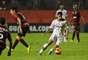 Jean tenta jogada pelo Fluminense contra o Vitória, no Barradão