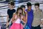 No palco do Teen Choice Awards, na noite do último domingo (11),Lea Michele e colegas de elenco no seriado 'Glee' homenagearam Cory Monteith, ator que dava vida ao personagem Finn Hudson na atração e que morreu no dia 13 de julho, após uma overdose de álcool e heroína