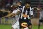 O árbitro Luiz Paulo de Oliveira viu agressão em uma disputa de bola entre Fernandinho e Jorge Henrique e expulsou o atacante atleticano