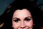 De acordo com especialista, os dentes e o sorriso são determinados de acordo com o formato do rosto. A atriz Flávia Alessandra, por exemplo, tem o formato de rosto mais quadrado, por isso apresenta dentes mais retos
