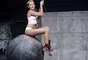 Miley Cyrus lançou o videoclipe de Wrecking Ball nessa segunda-feira (9), em seu canal no Youtube. Nas cenas, ela aparece nua e protagoniza momentos de sensualidade, com muitas caras e bocas