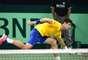 Bellucci se estica, mas não alcança bola em derrota por 3 a 0 para o alemão Daniel Brands na Copa Davis