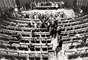 Parlamentares comemoram a promulgação da Constituição em meio a chuva de papel picado