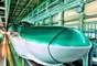 Sinkansen E5, JapãoOs famosos trens-bala japoneses existem em diversos estilos e formas, mas nenhum deles é tão veloz quanto o novo Shinkansen E5. Com um curioso bico de pato em sua dianteira, o trem opera a até 320 km/h na linha de 670 km entre Tóquio e Aomori, no norte da ilha de Honshu