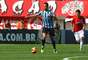 Souza no São Paulo?Titular absoluto importante para o Grêmio, o volante chamou atenção do São Paulo. Mas o time gaúcho espera uma grande proposta para negociá-lo. Rhodolfo pode entrar como contrapeso