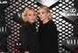 Ashley Olsen (dir.) está sempre estre as estilosas do mundo todo. Assim como sua irmã gêmea, Mary-Kate
