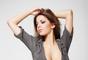 A los 27 años, Vanja Hadzovic, una asesora del Ministerio de Relaciones Exteriores serbio, provocó un escándalo nacional en su país a raíz de la aparición de una serie de fotos suyas donde se la ve floja de ropa y en poses muy sexies.