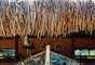 Ushua Casa Hotel & SpaUma fachada despretensiosa esconde um hotel fabuloso no Uxua Casa Hotel & Spa. Dez casas charmosas no melhor estilo praiano rodeadas por belos jardins encantam os turistas e criam um ambiente romântico. O spa, a piscina e o bar a céu aberto são apenas algumas das opções para relaxar totalmente. Diárias a partir de R$ 800