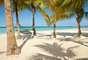 Couples Swept Away, JamaicaExclusivo para casais maiores de idade, o Couples Swept Away é perfeito para curtir uma viagem romântica na praia de Negril, na Jamaica. O hotel all-inclusive tem 312 quartos modernos e sofisticados