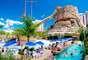 Caldas Novas (GO)Pacote com cinco diárias no Thermas Di Roma Hotel inclui meia pensão, ceia de Ano Novo e atividades recreativas por R$ 4.402 para o casal e duas crianças de até 7 anos. Reservas: 0800-648-9800 / 11 3253 3501